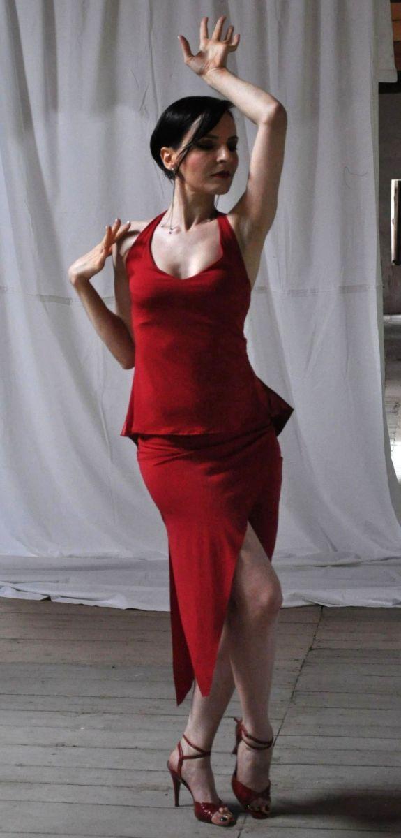Ineditotango | Top Ambra (jersey con tulle sulla coda posteriore. Colore: vinaccia – laminato bronzo – nero) + Gonna Alma De Tango (jersey, lunghezza asimmetrica, spacco sul fronte e sul lato. Colore: nero – rosso scuro) Tangosolar esclusiva Torino negozio abbigliamento Via Parma 29b vestiti da sera per il tango da cerimonia scarpe da ballo coi tacchi alti