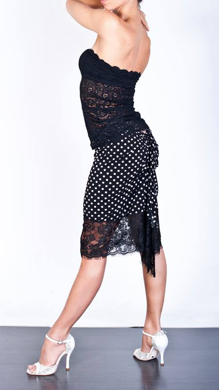 Regina Tango Wear completo top nero pizzo gonna pois bianco nero con coda pizzo scarpe ballo col tacco alto esclusiva Torino Tangosolar ballare tango milonga divertimento eleganza classe sexy