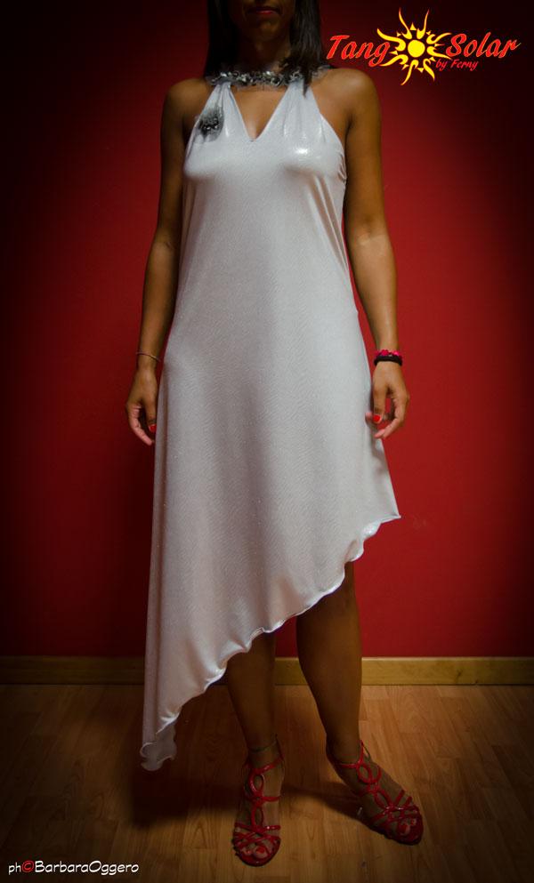TangoSolar | Abito Amalia - Lycra spalmata, grigio, con girocollo in paillettes esclusiva Torino Tangosolar abito da sera vestito da cerimonia abbigliamento