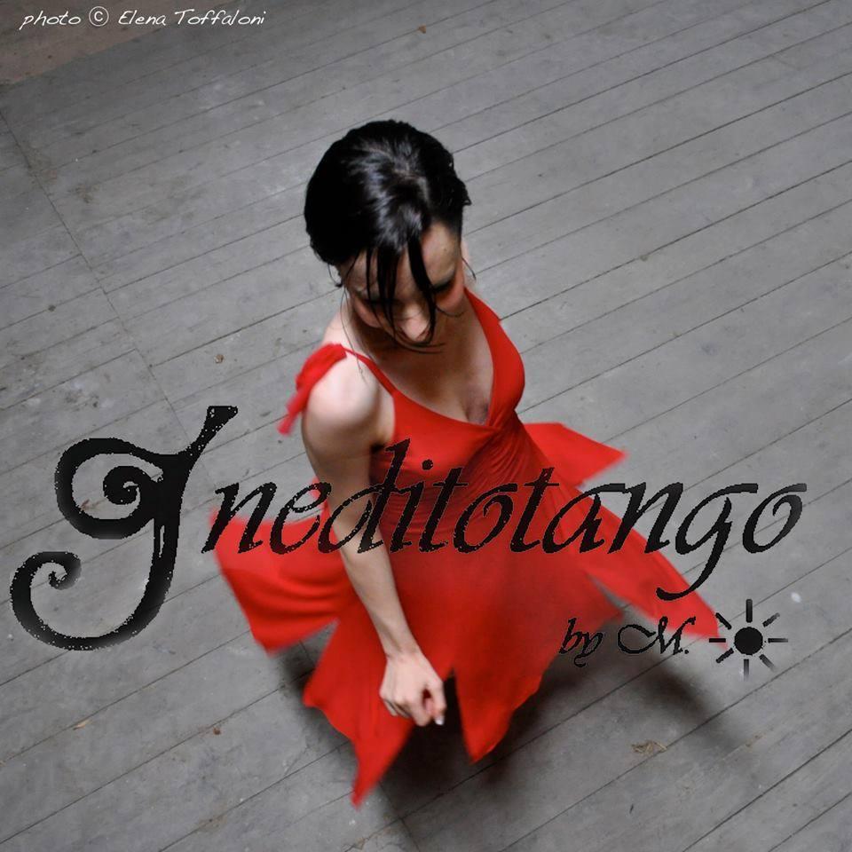 Ineditotango | Abito rosso con gonna a spacchi negozio esclusivo Torino Tangosolar abbigliamento Tango ballo tempo libero cerimonia sera