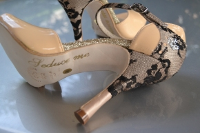Regina Tango Shoes | Modello Amelia - Crema vernice e pizzo - Tacco: 8 opp 10 cm - Pianta: Normale - Suola: Cuoio Tangosolar abbigliamento scarpe zapatos esclusiva Torino da cerimonia da ballo