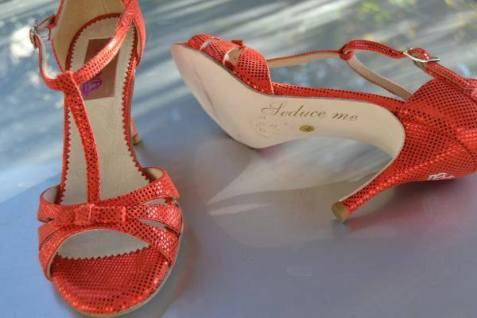 Tangosolar esclusiva Torino scarpe da ballo coi tacchi alti corallo Regina Tango Shoes Modello Olivia Camoscio rosso con lamina a pallini rossi Tacco 9cm