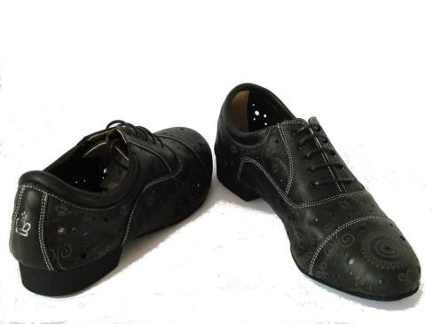 Regina Tango Shoes esclusiva Torino Tangosolar Modello Paolo nero traforato laser suola cuoio scarpa stringata tacco