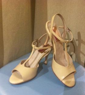 Regina Tango Shoes Modello Amelia zapatos scarpe tango Torino Tangosolar scarpe coi tacchi per ballare tacchi alti tinta neutrale