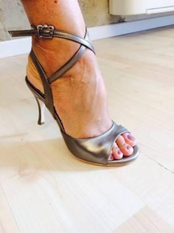 Regina Tango Shoes laminato bronzo argento scarpa con tacco allacciata alla caviglia tacco alto tangosolar torino esclusiva aldobaraldo