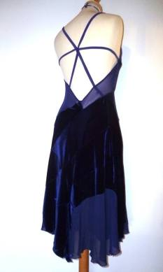 tangosolar abito blu elettrico dietro negozio abbigliamento esclusivo torino aldobaraldo