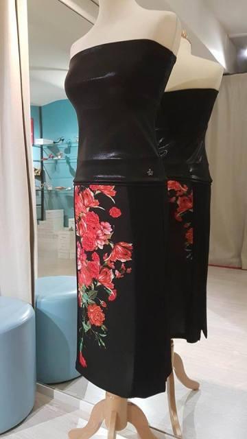 regina-tango-shoes-wear-gonna-nera-fiori-rossi-top-lame-nero torino tangosolar ballare tango milonga eleganza