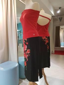 regina-tango-shoes-wear-gonna-nera-fiori-rossi-top-monospalla-rosso tangosolar torino esclusiva aldobaraldo
